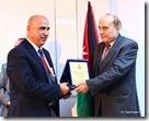 تكريم الدكتور عبد المجيد الضمور كأقدم دكتور في مستشفى الكرك الحكومي